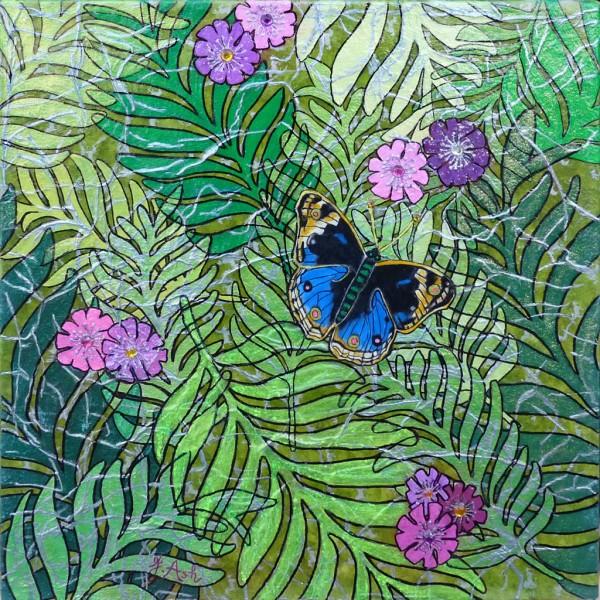 Feuilles tropicales et papillon bleu